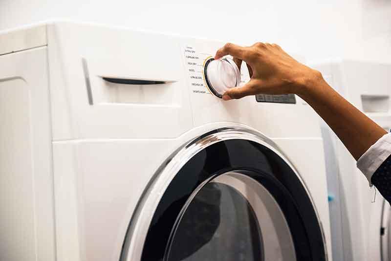 Alle stoffen spullen wassen om rooklucht te verwijderen